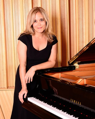 Lúcia Barrenechea, piano